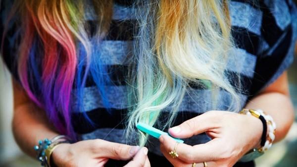 Как правильно красить волосы мелком