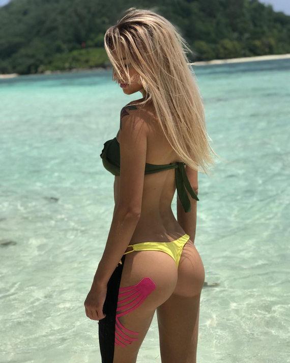 Елена Хромина в купальнике
