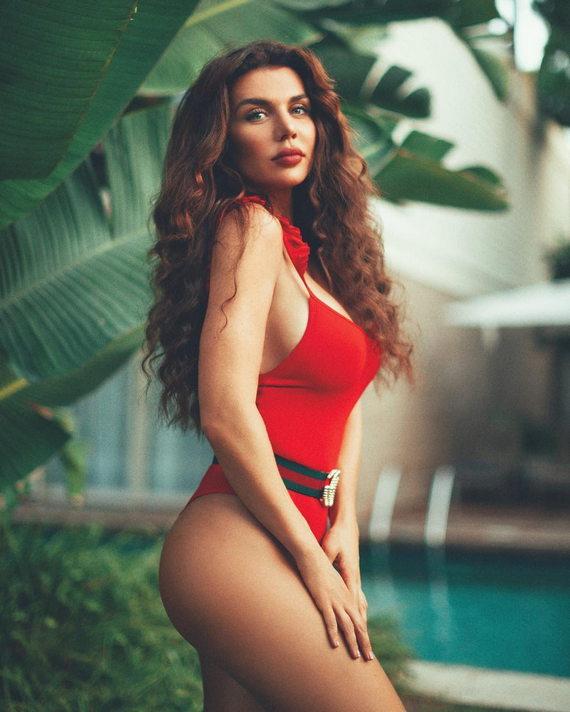 Анна Седокова в купальнике