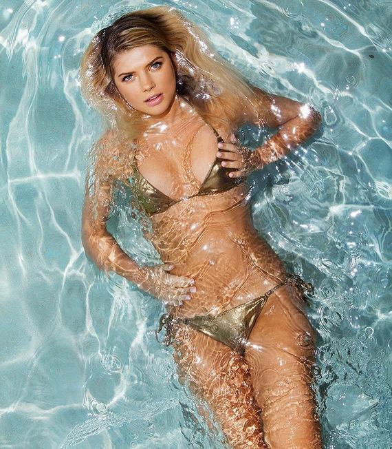Анастасия Задорожная в купальнике