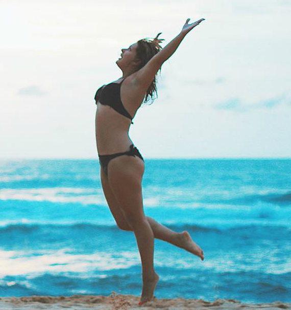 Анастасия Денисова в купальнике фото