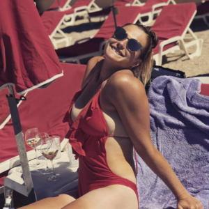 Arina Sobolenko v kupalnike