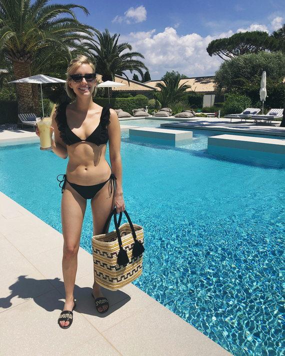 Эмма Робертс в купальнике
