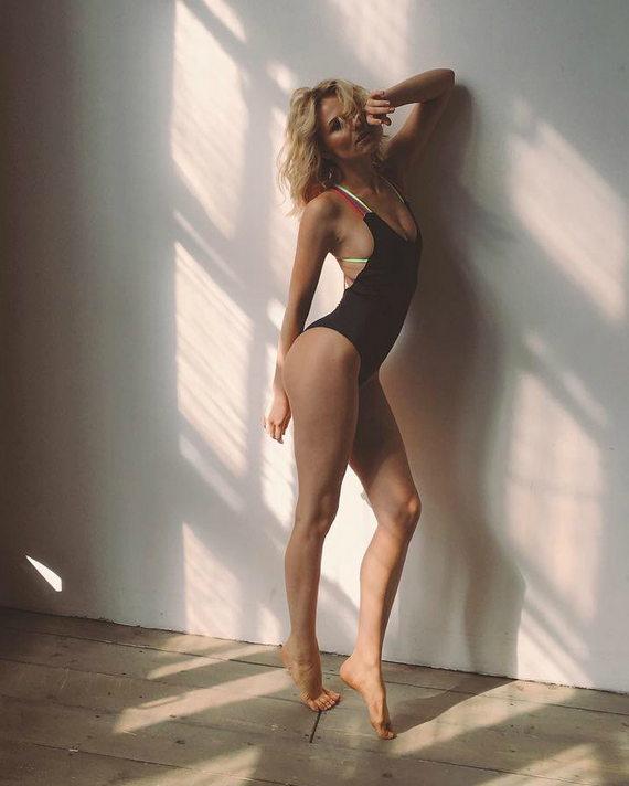 Елена Чернявская в купальнике фото