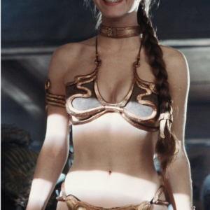 Leya v zolotom bikini