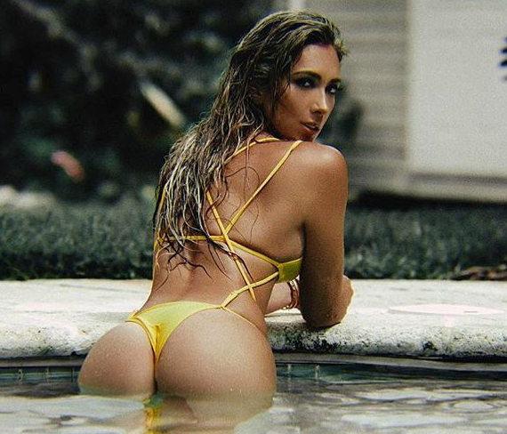 Ливия Гулло в купальнике фото