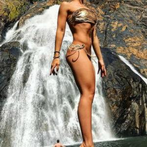 Natali Veda v kupalnike