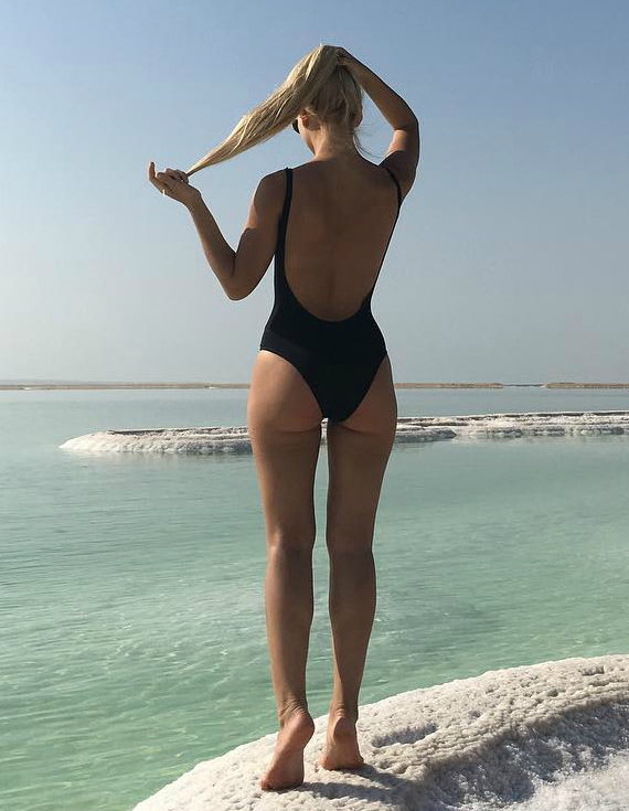 София Шуткина фото в купальнике
