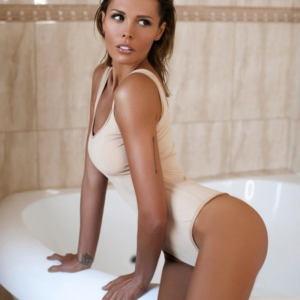 Mariya Gorban v kupalnike